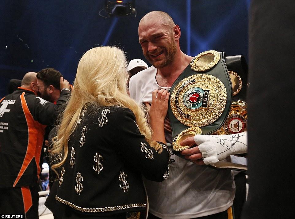 В присутствии любимой жены боксёра отпустило нервное напряжение и взрослый и сильный мужчина заплакал...