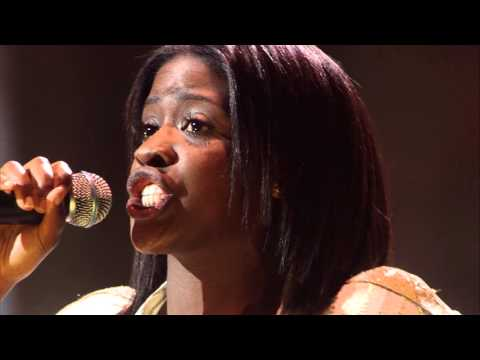 Sandra - 'Take me to church' | Liveshow | The Voice van Vlaanderen | VTM