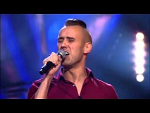 Andy zingt 'Love Me Like You Do' | Blind Audition | The Voice van Vlaanderen | VTM